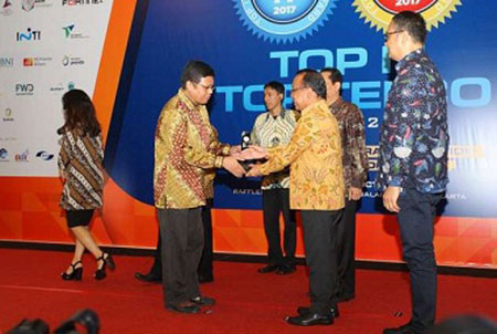 LKPP Raih Empat Penghargaan TOP IT & Telco 2017 02 November 2017