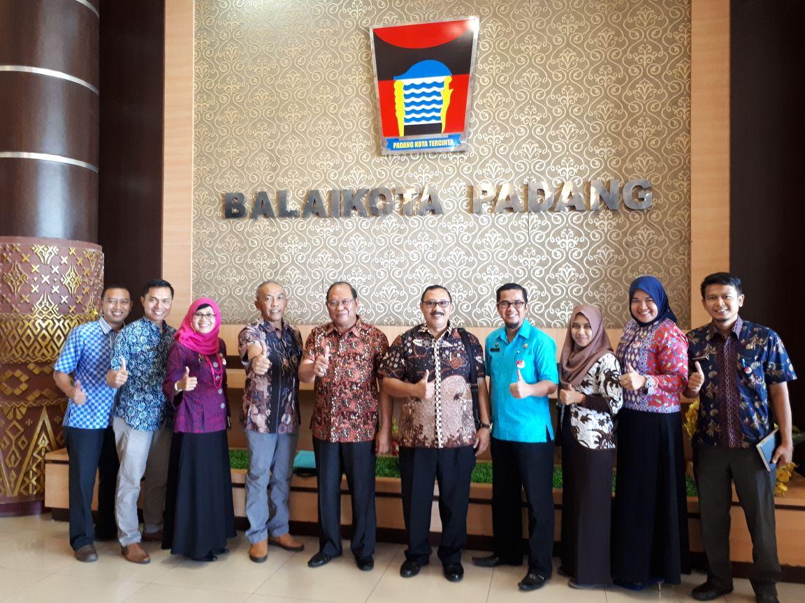 Studi Komparatif Pemerintah Kabupaten Tulungagung tentang Kelembagaan ULP Kota Padang